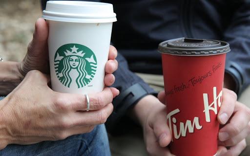 Cốc giấy Starbucks đã quá quen thuộc với người tiêu dùng