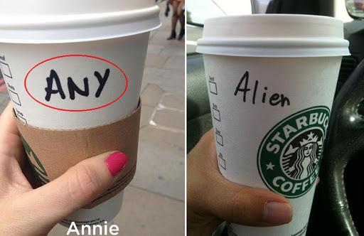 Nhân viên cố tình ghi sai tên khách hàng trên cốc giấy Starbucks